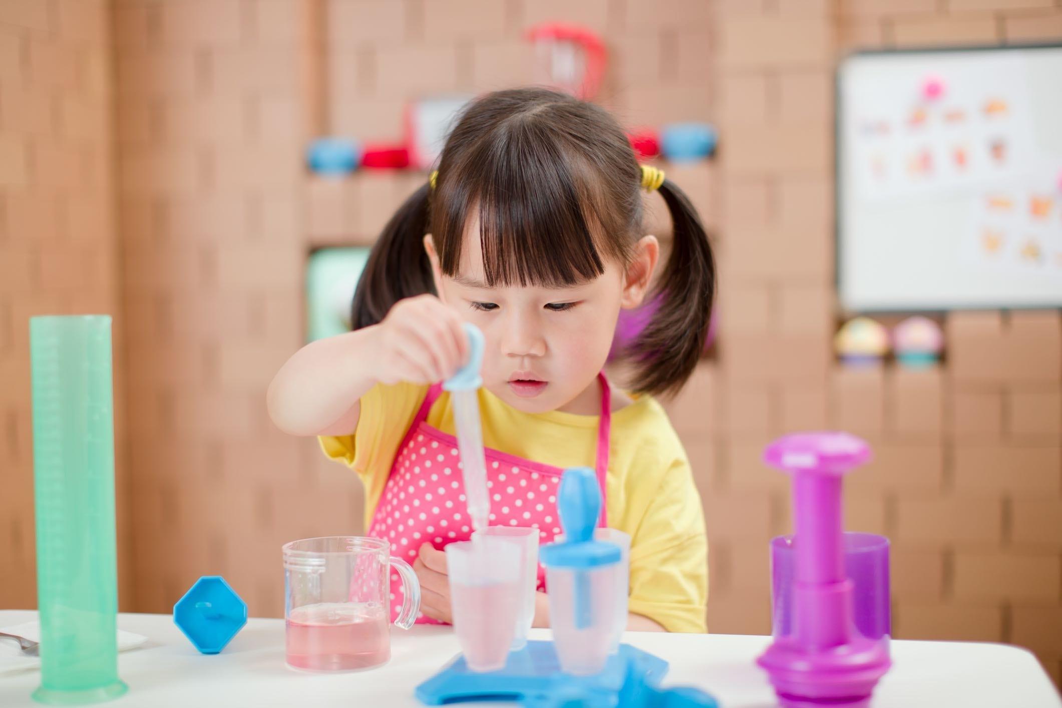 Esperimenti con l'acqua per bambini